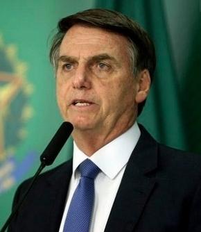 Bolsonaro sanciona MP que flexibiliza regras trabalhistas